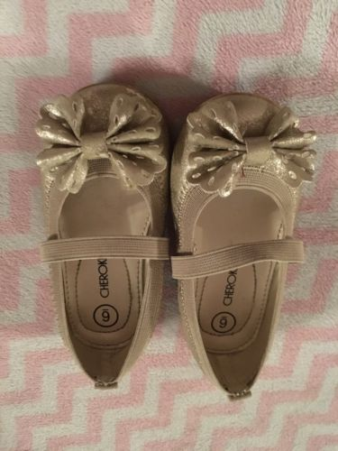 Toddler Girl Cherokee Gold Shoes With Bow Sz 6