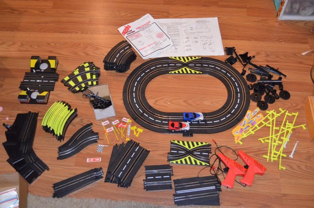 Vintage Rare Artin Speedway Showdown Road Racing Corvette Slot Car Track Set
