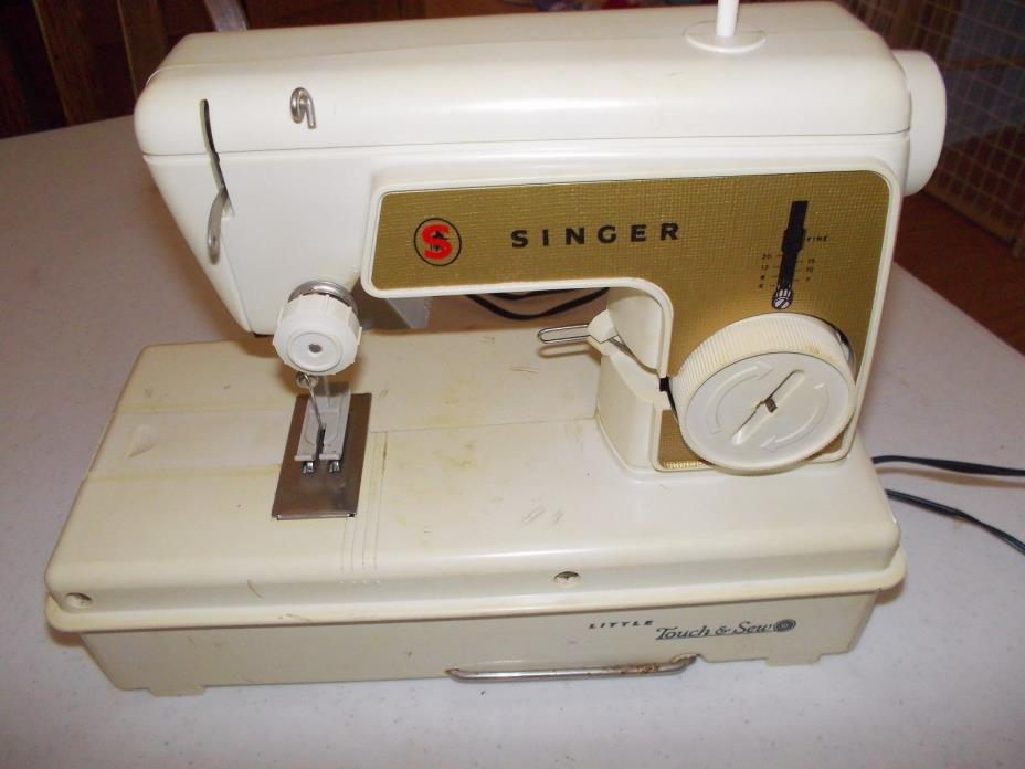 VINTAGE PORTABLE CHILD'S SIZE SINGER SEWING MACHINE/LITTLE TOUCH N SEW MACHINE