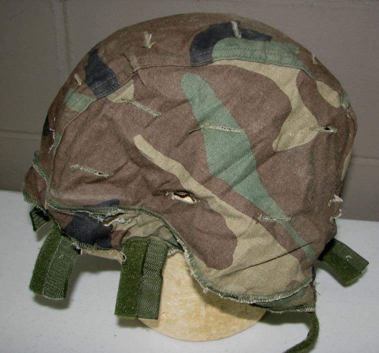 Army REVERSIBLE HELMET COVER desert/woodland (LOC = LKR6 basket)
