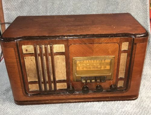 Vintage 40's SILVERTONE R1261 Pushbutton Wood Cabinet TUBE RADIO ~ART DECO