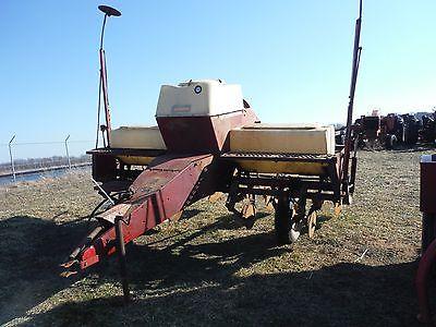 International 400 Cyclo Air 4 Row Wide Corn Soybean Planter
