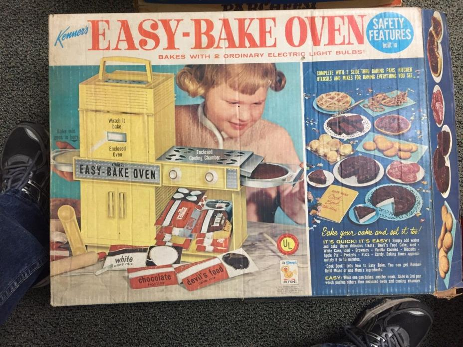 VINTAGE KENNER EASY BAKE OVEN IN BOX