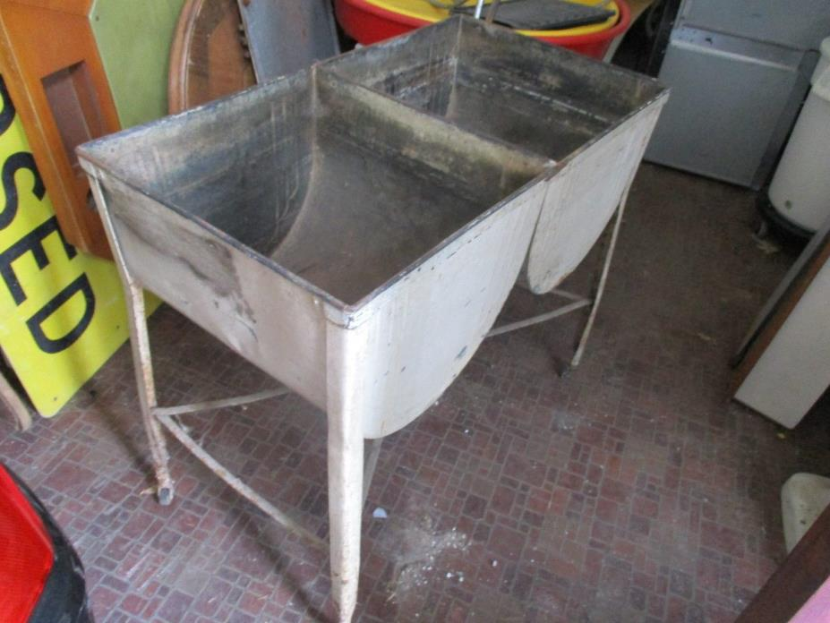Vintage Galvanized Double Laundry Wash Tub LOCAL PICK UP ONLY
