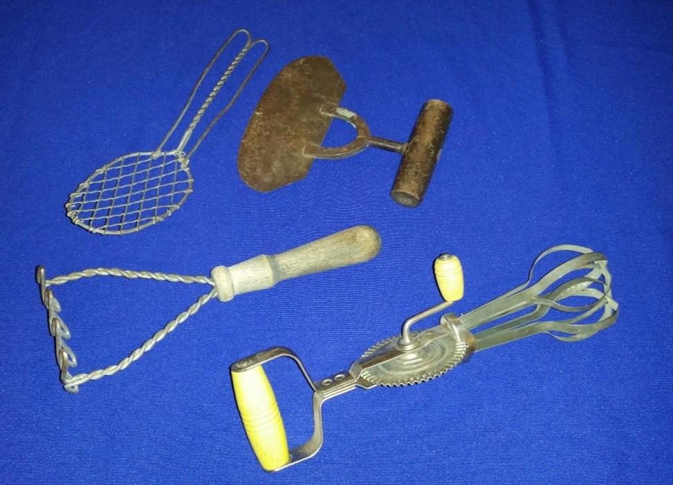 Vintage Egg Beater Hand Mixer - Collectible Vintage Retro Classic Set!