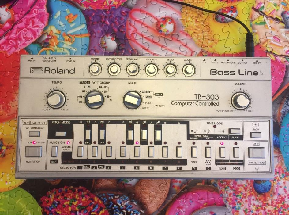 Roland TB-303 Bass line Analog Acid Bass Synth with Quicksilver mods