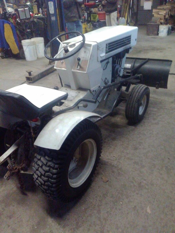 SEARS SS12 SUPER SUBURBAN LAWN TRACTOR WITH SNOW BLADE