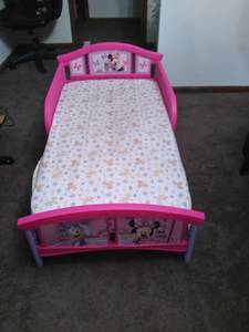 Mini mouse toddler bed with mattress (Memphis)