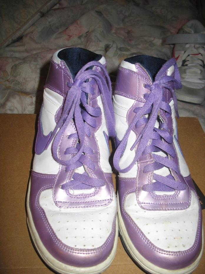 NIKE BASKETBALL SHOES, GIRLS, YOUTH SIZE 7 (SAME AS WOMENS 8.5)