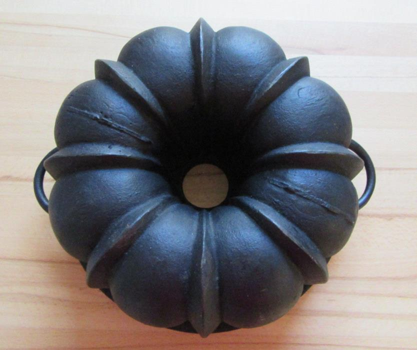 Antique cast iron bundt cake pan heavy