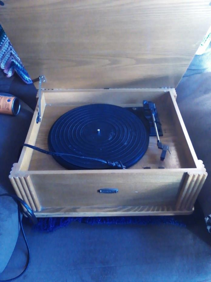 Portable Record Player  2001 Grosley