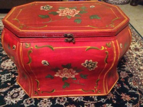 Decorative Oriental Furniture/ Storage Red Oval Trunk