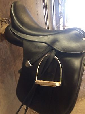 Bates Dressage Saddle ** leather ** 17.5 seat regular size gullet ***