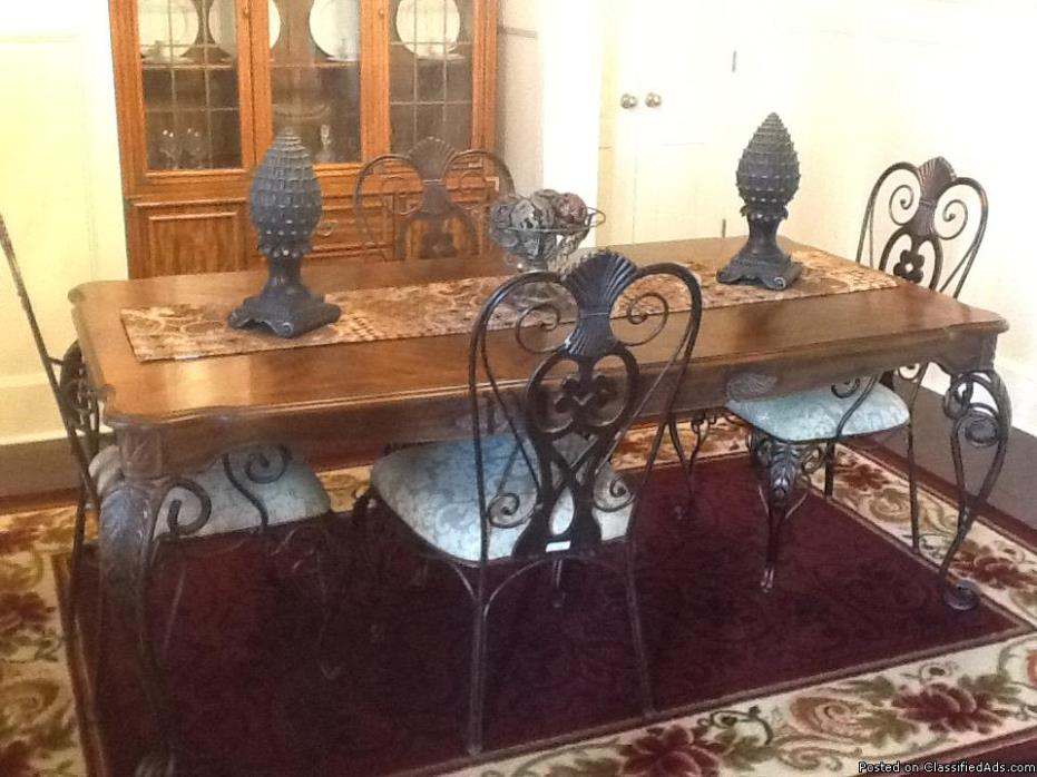 Five piece dining room set!