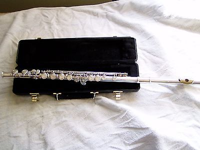 Armstrong Liberty flute, gold lip plate, just polished reconditioned