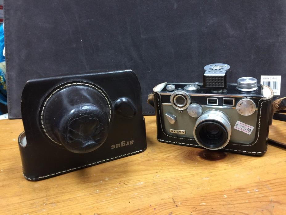 Argus Camera With Original Molded Leather Case - Antique Camera Argus