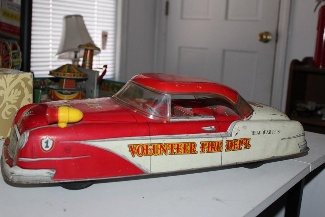 LARGE 1950'S MARX TIN VOLUNTEER FIRE DEPT. FIRE CHIEF CAR  20