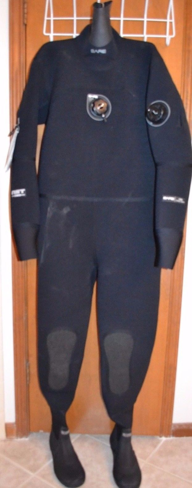 Mens Bare Diving Drysuit D6, size XL.  Retails $1449.95