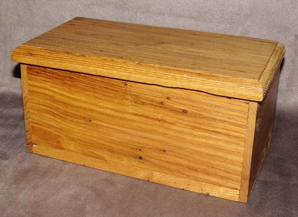 HANDMADE WOOD LIDDED BOX MADE FROM 100 YEAR OLD AMERICAN WORMY CHESTNUT WOOD