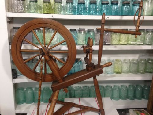 Old  Full Size Wooden SPINNING WHEEL Primitive