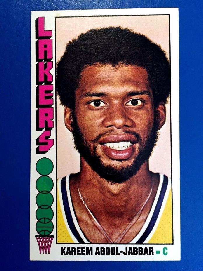 1976-77 Topps #100 Kareem Abdul-Jabbar