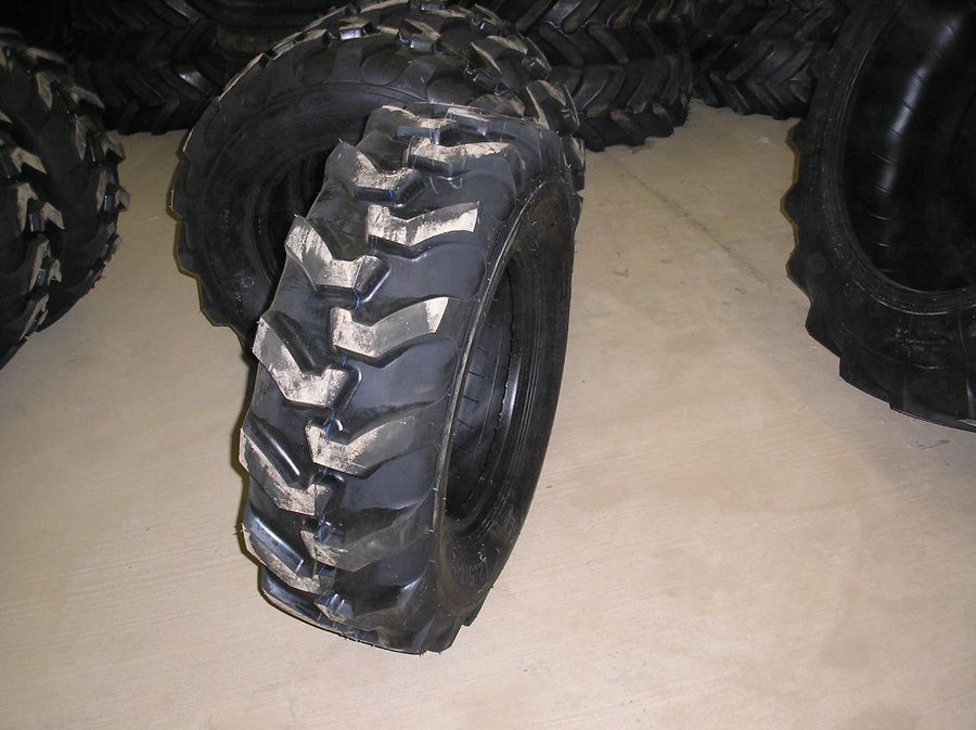 12.5/80-18 R4 Industrial Front Backhoe Tire 12 Ply