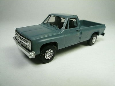 Trident Chevrolet-Chevy 1/2-ton Longbed pick-up truck HO/1:87 900082 (2 Photos)