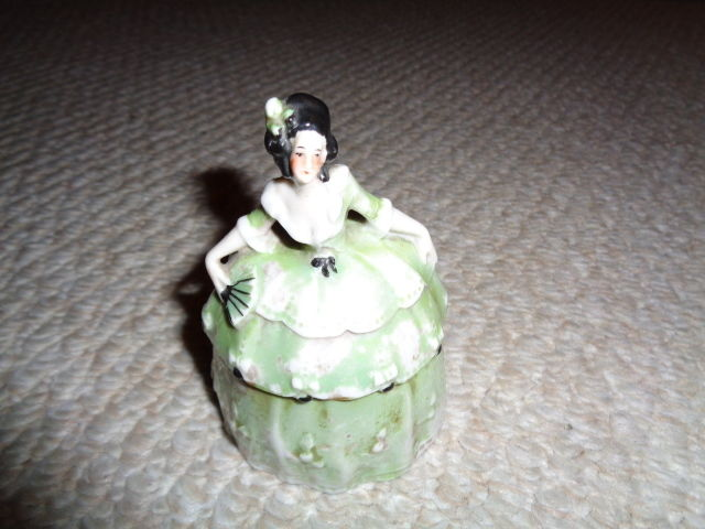 Green luster 1920's victorian lady hair pin holder ruffle dress lid black hair G