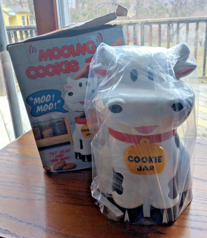 New Talking Mooing Cow Plastic Cookie Jar Canister 1992, Kitchen, Cookies,