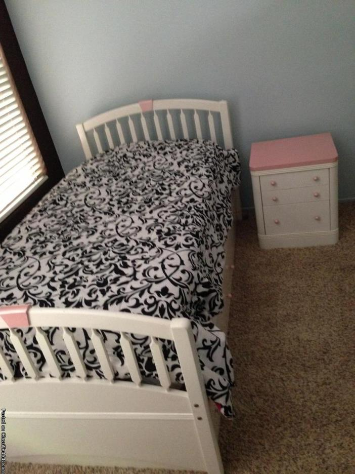2 solid wood twin bed sets