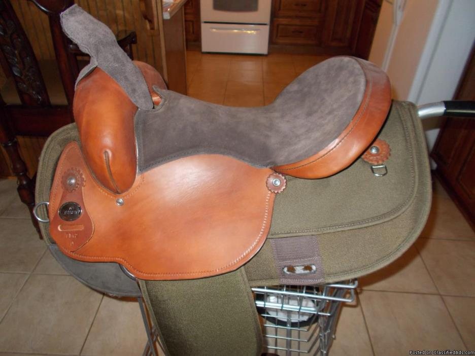 FABTRON GAITED HORSE SADDLE