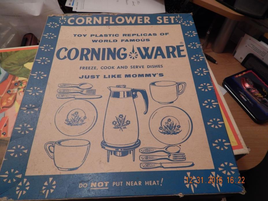 VINTAGE CORNING WARE BLUE CORNFLOWER CHILDRENS PLASTIC PLAY DISH SET NOT COMPLET