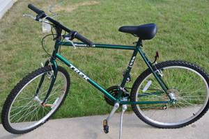 TREK Mountain Track 800 Sport Bike Bicycle NEW Old Stock (Sussex, WI)