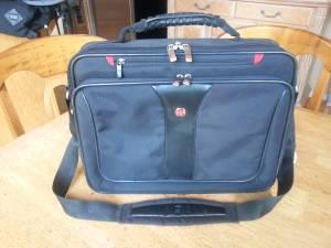 LUGGAGE~ K-SWISS / Swissgear Small Carry-on ~ LIKE NEW!!! (Renton/Newcastle)