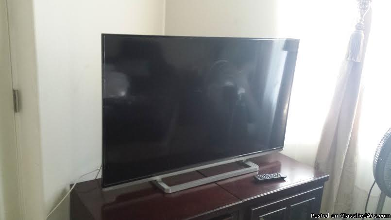 In great like new condition 50 inch Toshiba smart TV