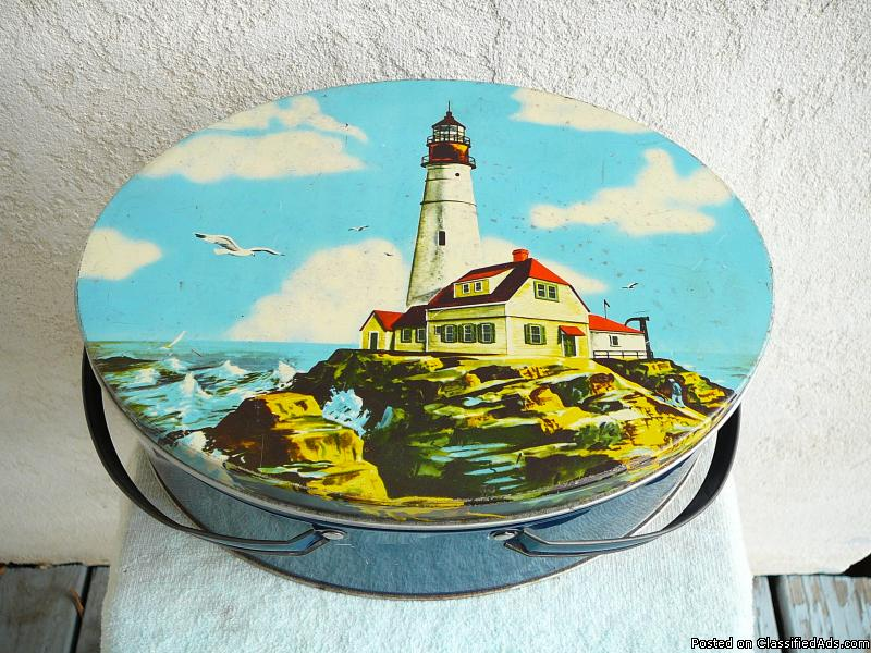 Metal  LIGHTHOUSE  LUNCH  BOX