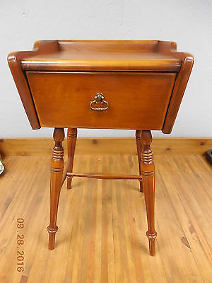 Very Nice Vintage Empire Furniture Co. Maple Nightstand End Table  #