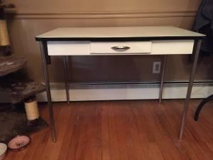 ENAMEL top table (Ijamsville)