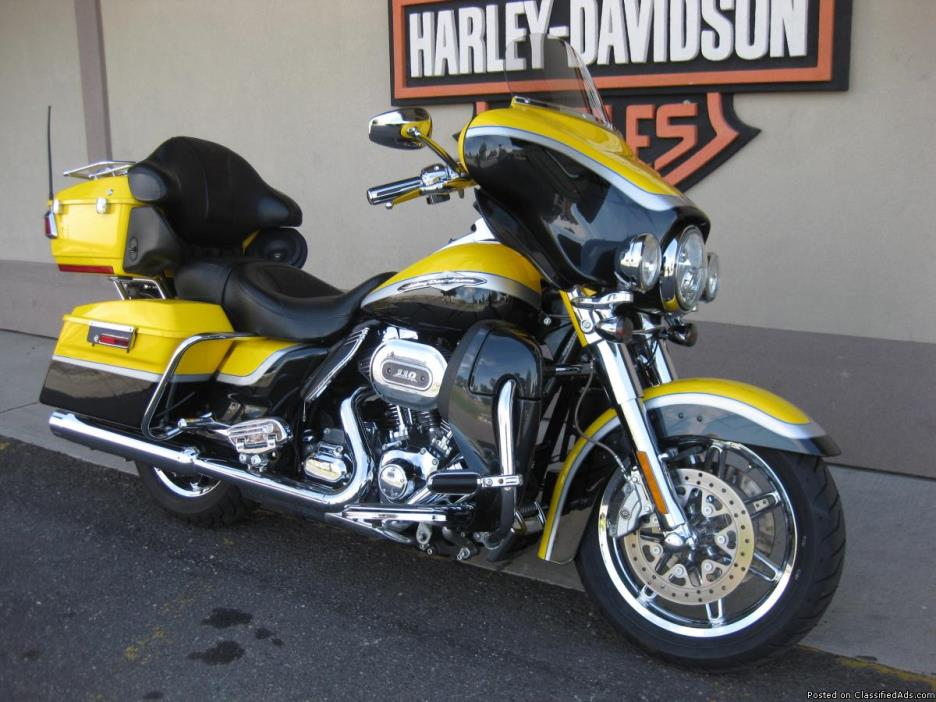 2012 Harley-Davidson FLHTCUSE