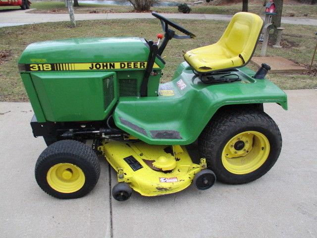 1990 John Deere 318  Lawn and Garden Tractor
