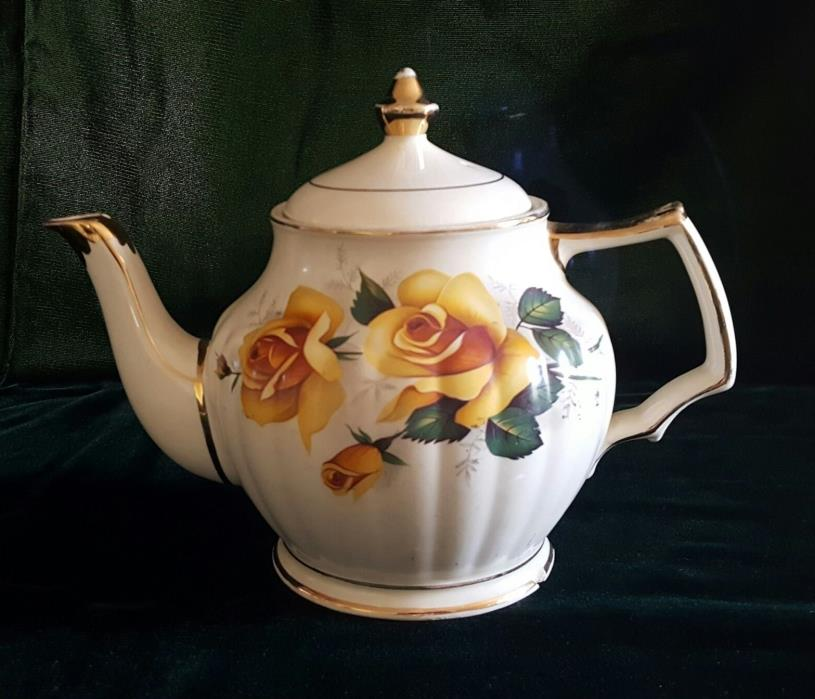 Old English Teapot made by Sadler