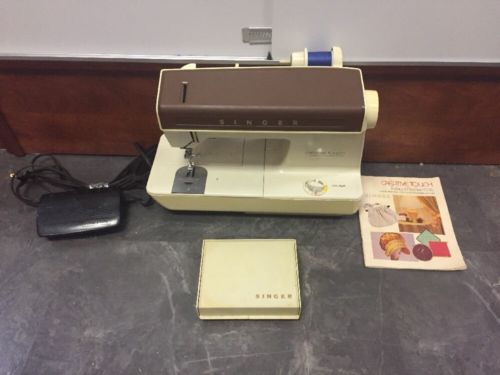 Vintage Singer Creative Touch Fashion Machine 1036 Sewing Machine Set