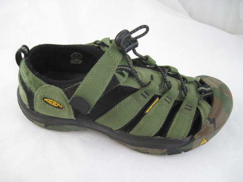 Keen green camouflage waterproof sport womens 8 mens sandals shoes sz 6D 1014259