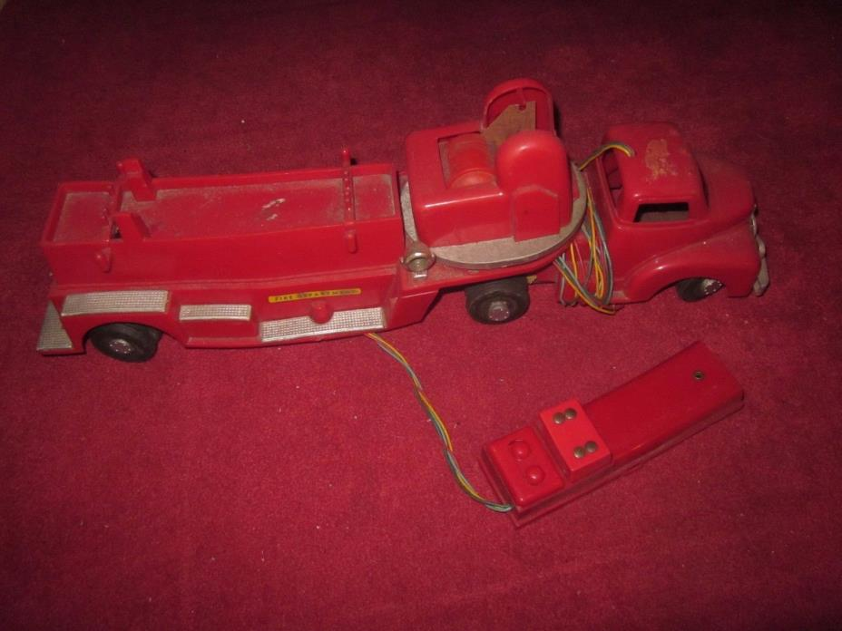 VINTAGE ELECTRIC LADDER FIRE TRUCK BATTERY OPERATED UNTESTED! LOOK!!