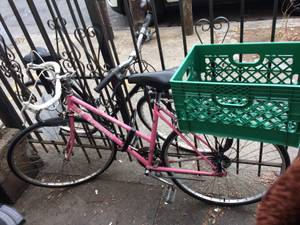 Women's Pink Schwinn road bike with basket (Bushwick)