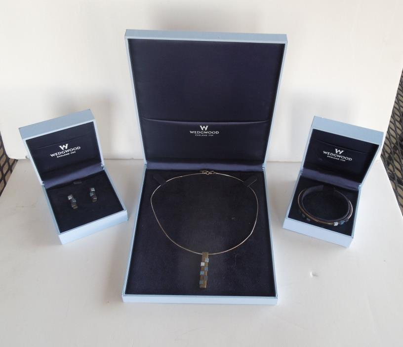 Modern Wedgwood Engleand Sterling Silver Necklace Braclet Ear Rings in Boxes