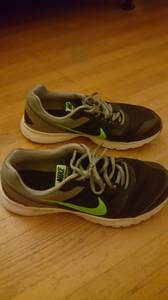 Mens Nike Shoes Size 10 (Pineville)