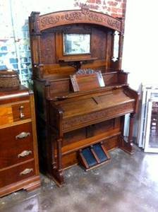 Ornate Antique Pump Organ (Main Street Antiques)