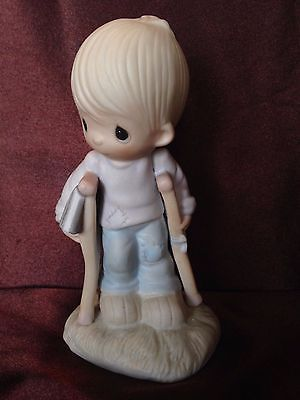 He Watches Over Us All - Precious Moments figurine - Item ID: E-3105