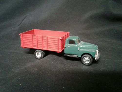 1/64 Ertl Farm Toy  1950 CHEVY GRAIN TRUCK